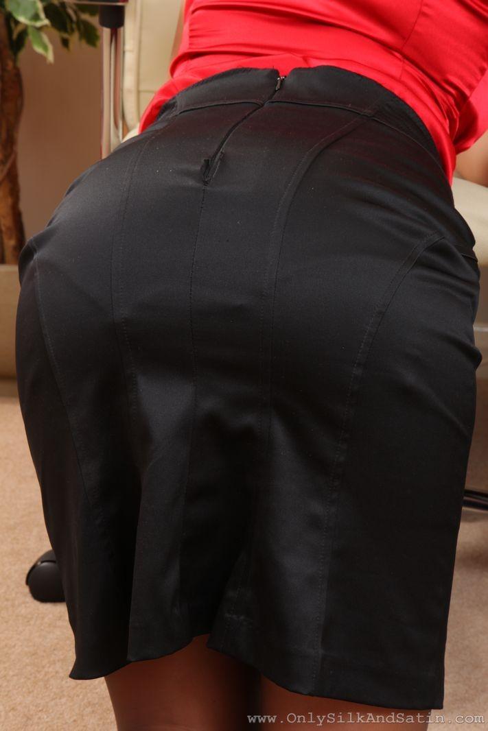 Джессика Кингхам – сексуальная секретарша, которая показывает свою красивую фигурку под одеждой