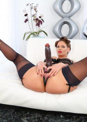 Секс с черным страпоном зрелых дамочек - фото 5