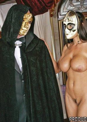 Анальный секс со знойной сисястой брюнеткой - фото 7