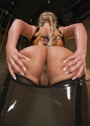 Лесбийский анал с блондинкой - фото 5