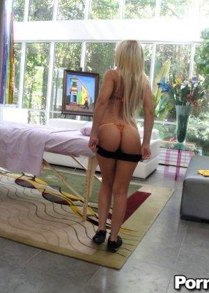 Массажист выебал зрелую блондинку - фото 3