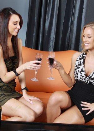 Katie Jordin, Nicole Aniston - Галерея 3395431 - фото 1