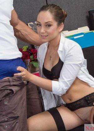 Секс с красивой сексуальной девушкой Реми Лакруа - фото 12