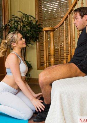 Секс с красоткой после йоги - фото 9
