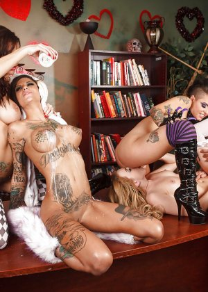 Lexi Belle, Gia Dimarco, Christy Mack, Bonnie Rotten - Галерея 3436478 - фото 6