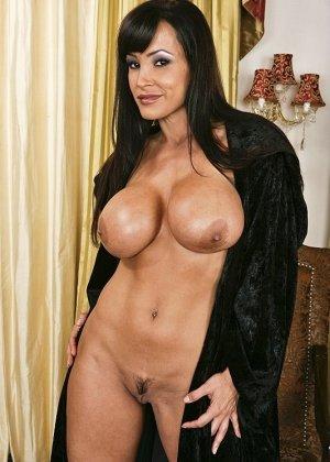 Анальный секс со знойной сисястой брюнеткой - фото 2