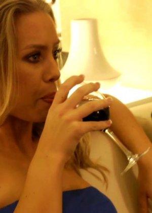 Nicole Aniston - Галерея 3158634 - фото 2