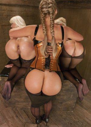 Лесбийский анал с блондинкой - фото 12