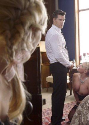 Секс жмж хозяев и горничной - фото 11