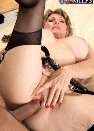 Беа Каммингс любит поскакать верхом на горячем любовнике с твердо стоячим хуем - фото 1