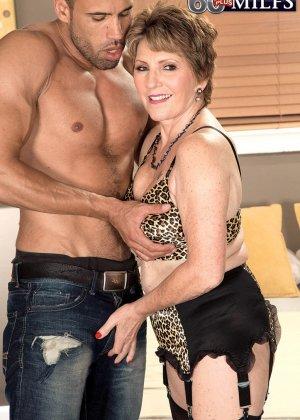 Беа Каммингс любит поскакать верхом на горячем любовнике с твердо стоячим хуем - фото 3