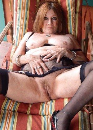 Женщина в возрасте и пышном теле очень хочет секса, поэтому пользуется разными секс-игрушками - фото 24