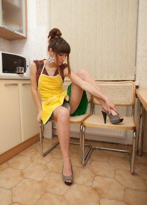 Наташа Китхен так устала готовить, что решила немного развлечься, сняв с себя всю одежду - фото 57