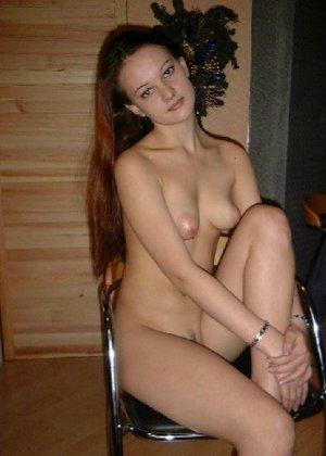 Сексуальная красотка снимает с себя эротическое белье и демонстрирует свое стройное тело - фото 13