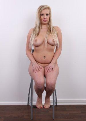 Получить роль в порно эта блонда вряд ли сможет - фото 15