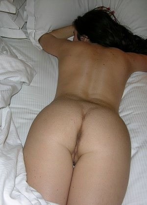 Мужик кончил девке на спину, сперма попала на тугой анус, очень возбуждающая картинка - фото 5