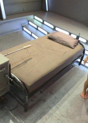 Лив Агилера перепробовала разные насадки на секс машинах и осталась вполне довольна мощными вибраторами - фото 2