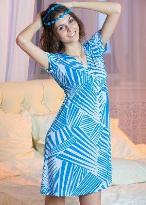 Молоденькая мисс хвастается свежестью своего тела – красивая грудь и аккуратная попка сводят с ума - фото 12