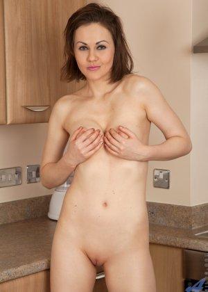 У Тины Кей возникла прекрасная мысль возбудить мужа на кухне, ведь они еще такого не практиковали - фото 14