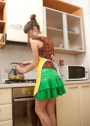 Наташа Китхен так устала готовить, что решила немного развлечься, сняв с себя всю одежду - фото 51