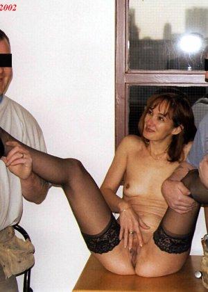 Джанна заходит в кафе в одних чулках, мужчины не могут отвести от нее взгляд и просто тут трахают - фото 13