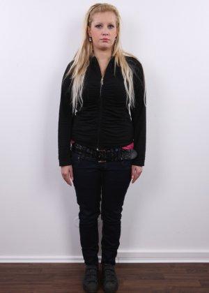 Получить роль в порно эта блонда вряд ли сможет - фото 1