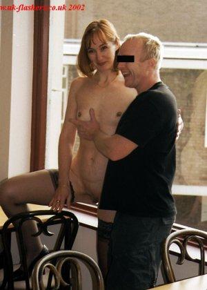 Джанна заходит в кафе в одних чулках, мужчины не могут отвести от нее взгляд и просто тут трахают - фото 5