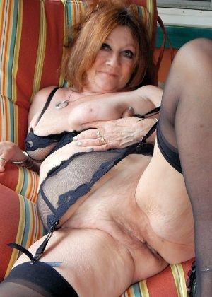 Женщина в возрасте и пышном теле очень хочет секса, поэтому пользуется разными секс-игрушками - фото 10