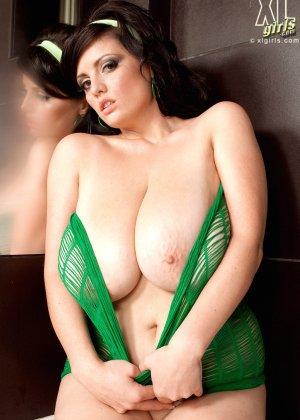 Арианна Синн показывает свои сексуальные формы - фото 6- фото 6- фото 6