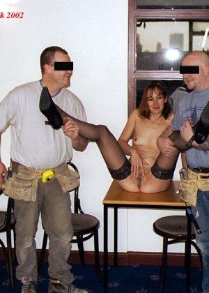 Джанна заходит в кафе в одних чулках, мужчины не могут отвести от нее взгляд и просто тут трахают - фото 12