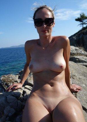 Пара отдыхает в Греции и не упускает возможность пополнить свою домашнюю коллекцию новыми снимками - фото 4