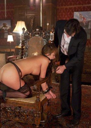 Стив Холмс приобрел себе  грудастую азиатскую шлюху Миа Лелани и готов ее испробовать - фото 15