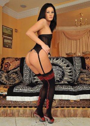 Специально для ценителей красивых женских попок собрана отличная галерея - фото 3- фото 3- фото 3