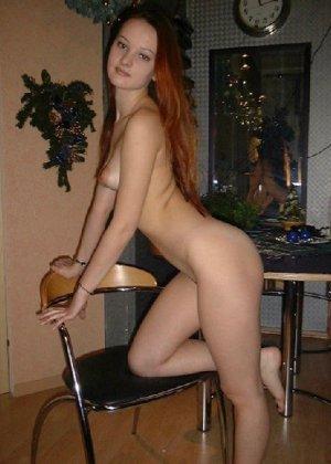 Сексуальная красотка снимает с себя эротическое белье и демонстрирует свое стройное тело - фото 19