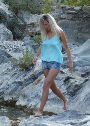 Пара отдыхает в Греции и не упускает возможность пополнить свою домашнюю коллекцию новыми снимками - фото 6