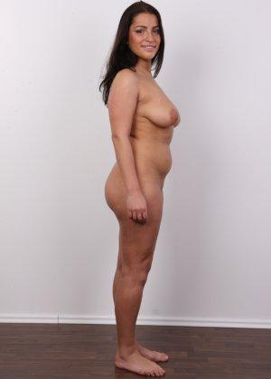 Девушка побрилась специально перед важным кастингом на роль в эротической картине - фото 12