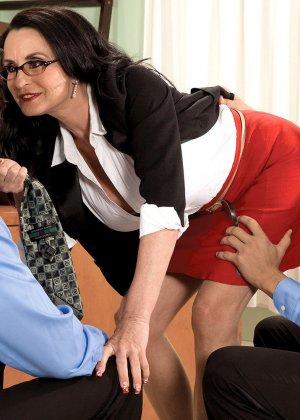 Рите Дэниэлс захотелось секса на работе - фото 3