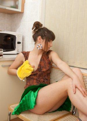 Наташа Китхен так устала готовить, что решила немного развлечься, сняв с себя всю одежду - фото 66 - фото 66 - фото 66