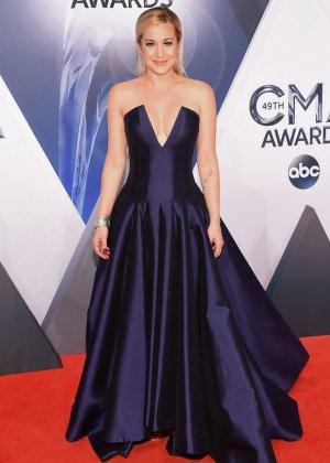 Келли Пиклер показывает себя на приеме в шикарном платье с глубоким вырезом в декольте - фото 10- фото 10- фото 10