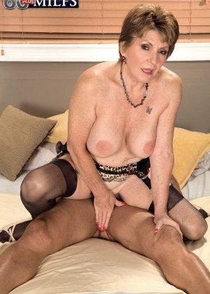 Беа Каммингс любит поскакать верхом на горячем любовнике с твердо стоячим хуем - фото 5