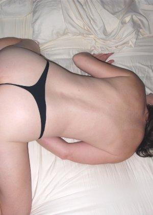 Опытная развратница не хочет, чтобы ее лицо попадало в кадр, а так она прочь съемки во время секса - фото 4