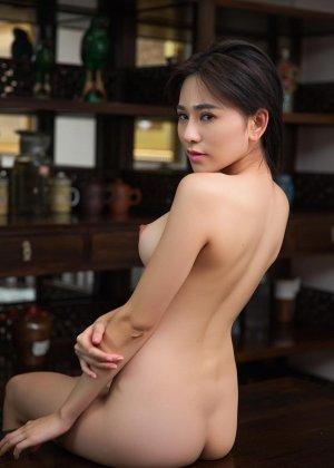 Горячая азиатка показывает свою миниатюрную фигурку, обнажая все самые интимные зоны - фото 5