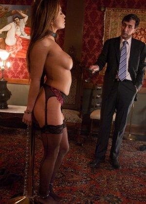 Стив Холмс приобрел себе  грудастую азиатскую шлюху Миа Лелани и готов ее испробовать - фото 8