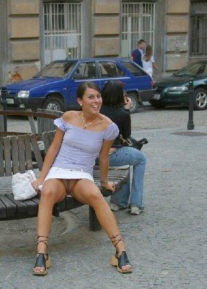 Тина обожает обнажаться на улицах города, в публичных местах, при этом шокируя прохожих своей откровенностью - фото 2