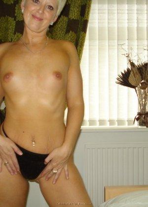 Опытная женщина знает, как привлечь мужчину, тем более ее хорошее тело позволяет хвастаться - фото 3