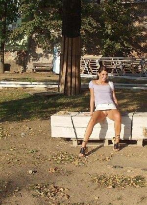 Тина обожает обнажаться на улицах города, в публичных местах, при этом шокируя прохожих своей откровенностью - фото 21