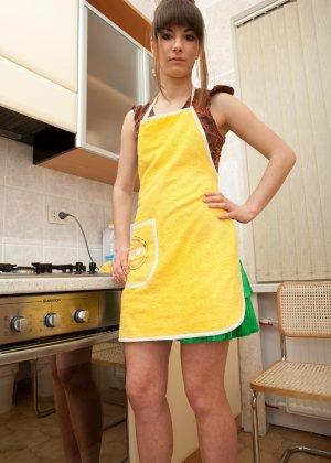 Наташа Китхен так устала готовить, что решила немного развлечься, сняв с себя всю одежду - фото 42