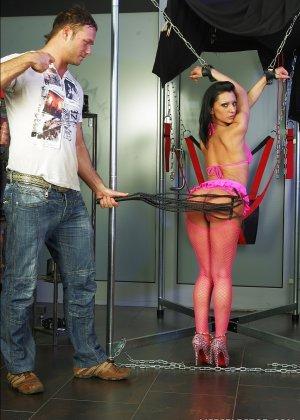 В элитном секс шопе понравившуюся игрушку можно испробовать с симпатичными девушками - фото 3