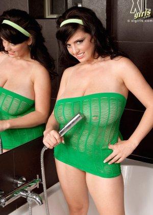 Арианна Синн показывает свои сексуальные формы - фото 1- фото 1- фото 1