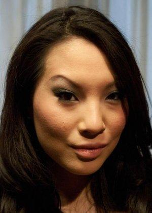 Аса Акира готова на любые унижения, лишь бы ее партнеры получали максимум удовольствия - фото 2